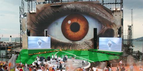 Seebühne mit 3D-Animation: Bühne, alle Stadien, ein Pokal